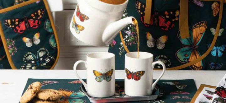 Add the finishing touches to your table with placemats and coasters showcasing Botanic Garden Harmony's design of beautiful vibrant butterflies.