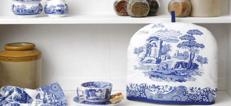 Add the finishing touches to your table with the premier brand in placemats and coasters, featuring Spode's extraordinary Blue Italian design.